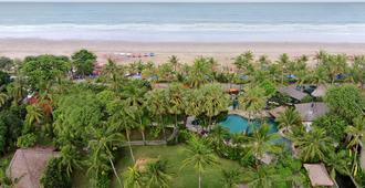 雷吉安海滩酒店 - 库塔 - 户外景观