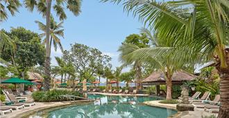 雷吉安海滩酒店 - 库塔 - 游泳池