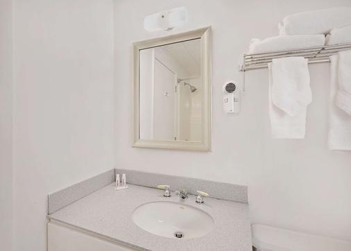 巴尔港戴斯汽车旅馆 - 巴港 - 浴室