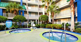 尼克套房度假酒店 - 奥兰多 - 游泳池