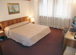 奥托博尼别墅酒店 - 波代诺内 - 睡房
