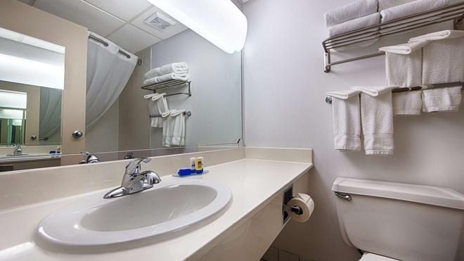 奥尔巴尼机场贝斯特韦斯特必住Plus酒店 - 奥尔巴尼 - 浴室