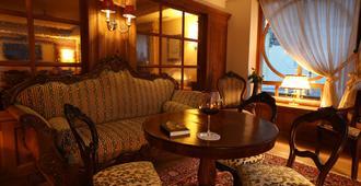 埃尔普套房酒店 - 麦当娜迪坎皮格里奥 - 酒吧