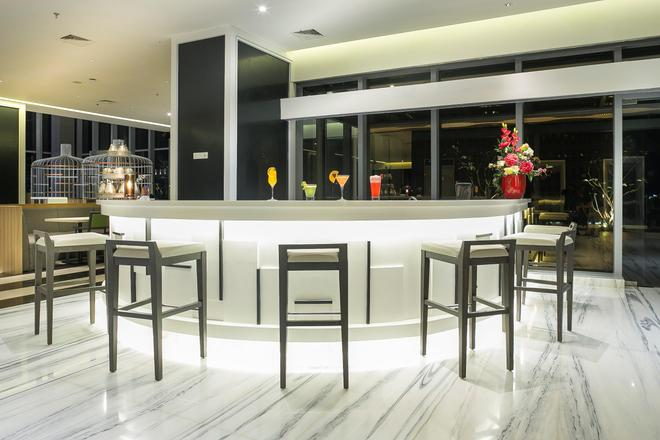 雅加达哈尔莫尼哈里斯艺术酒店 - 雅加达 - 酒吧