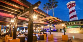 泰索罗洛斯卡沃斯酒店 - 卡波圣卢卡斯 - 酒吧