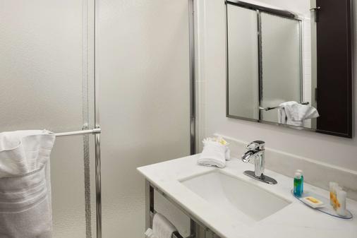 费城会议中心戴斯酒店 - 费城 - 浴室
