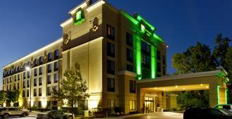 密歇根州区安娜堡大学假日套房酒店 - 安娜堡