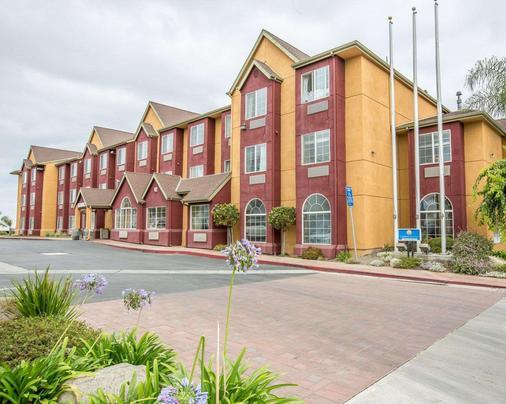 萨利纳斯康福特茵酒店及套房 - 萨利纳斯 - 建筑