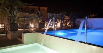 伊甸酒店 - 耶索洛 - 游泳池