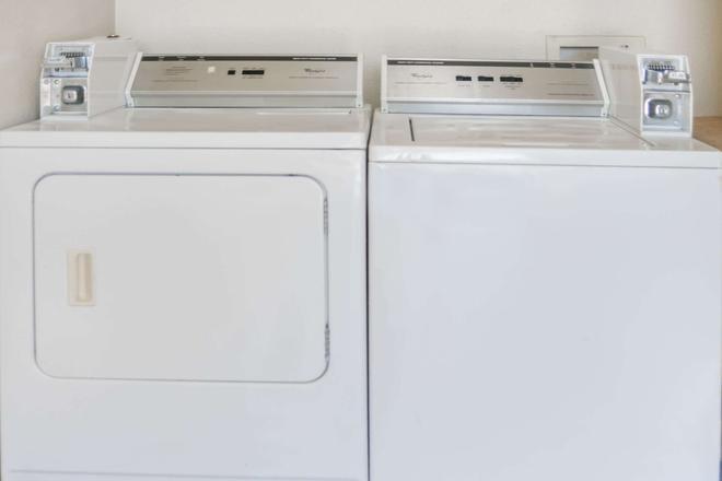 坦波温德姆旅游旅馆 - 坦普尔 - 洗衣设备