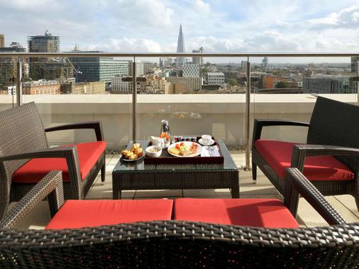 伦敦黑衣修士桥诺富特酒店 - 伦敦 - 阳台