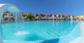 维斯塔弗洛平房酒店 - 马斯帕洛马斯 - 游泳池