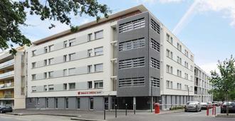 塞祖尔阿菲尔雷恩卡米拉别墅酒店 - 雷恩 - 建筑