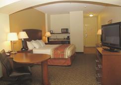 劳顿/锡尔堡拉金塔旅馆及套房酒店 - 劳顿 - 睡房
