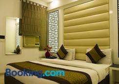 寺塔国际酒店 - 新德里 - 睡房