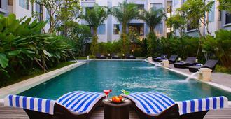 乌玛拉斯公寓酒店 - 仓古 - 游泳池