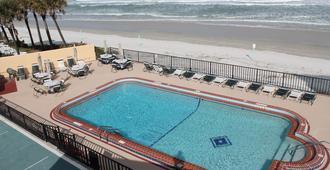 大奖赛汽车旅馆 - 代托纳海滩 - 游泳池