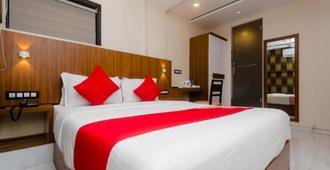 孟买亚马住宿酒店 - 孟买 - 睡房