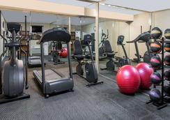 夏洛茨维尔大学区戴斯酒店 - 夏洛茨维尔 - 健身房