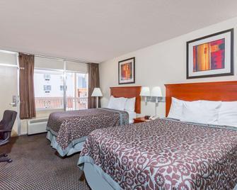 夏洛茨维尔大学区戴斯酒店 - 夏洛茨维尔 - 睡房