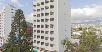 解放者广场酒店 - 特古西加尔巴