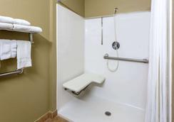 温诺克罗斯麦克罗套房酒店 - 诺克罗斯 - 浴室