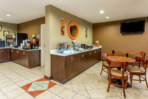 温诺克罗斯麦克罗套房酒店 - 诺克罗斯 - 自助餐