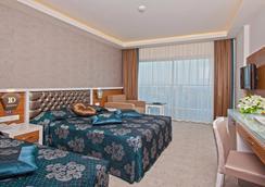 钻石山度假酒店 - 阿拉尼亚 - 睡房