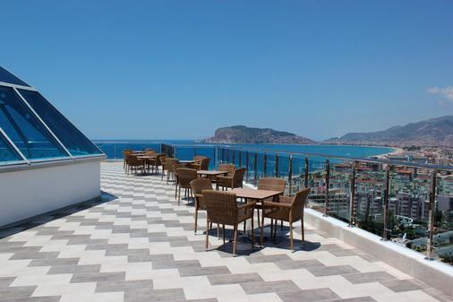 钻石山度假酒店 - 阿拉尼亚 - 阳台