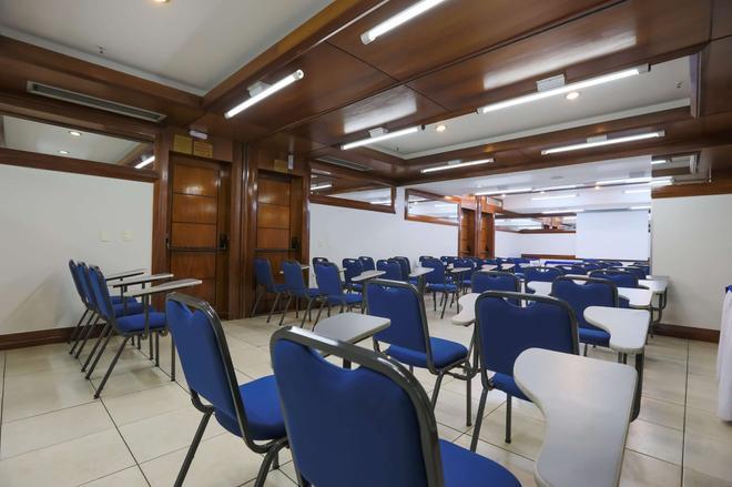 戈亚尼亚金色郁金香地址酒店 - 戈亚尼亚 - 商务中心