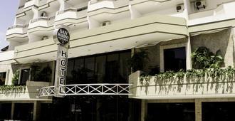 圣马力诺卡西诺酒店 - 巴拉奈里奥-坎布里乌 - 建筑