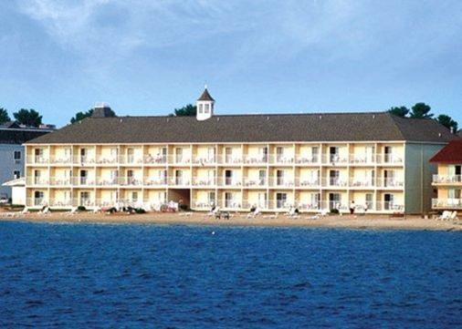 麦基诺城湖畔舒适驿站酒店 - 麦基诺城 - 建筑