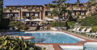 瑞莱桑塔基娅拉酒店 - 圣吉米纳诺 - 游泳池