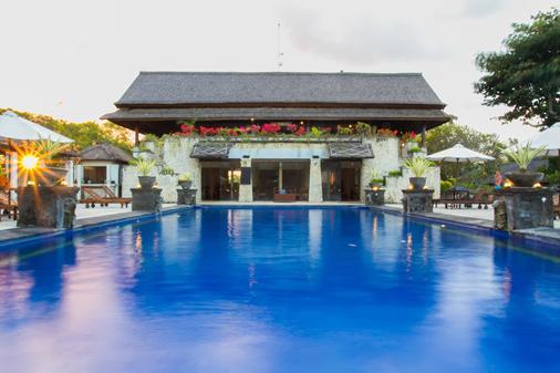 谢卡尔努沙别墅酒店 - 乌鲁瓦图 - 游泳池