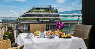 皇家玛诺特酒店 - 日内瓦 - 睡房
