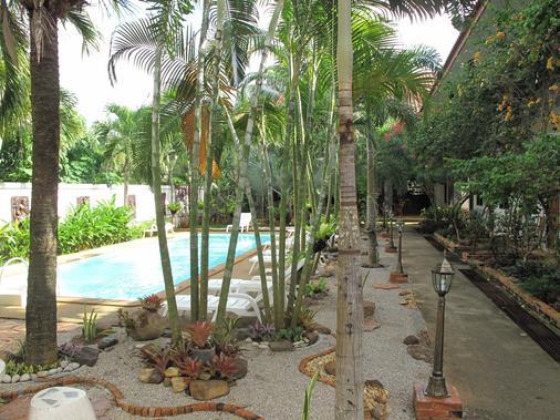 斯堪的纳维亚酒店 - 甲米 - 游泳池