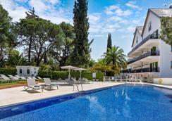 加泰罗尼亚伦达雷纳维多利亚酒店 - 隆达 - 游泳池