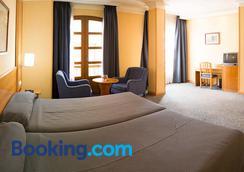托利鲁斯高级酒店 - 阿尔梅利亚 - 睡房