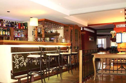 米伦霍斯特利亚阿帕特酒店 - 埃尔卡拉法特 - 酒吧