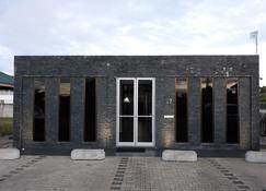 水地套房酒店 - 帕拉马里博 - 建筑