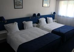彭迪艾尔酒店 - 耶尔 - 睡房
