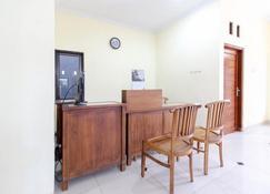 瑞德多兹酒店 - 近卢马萨基特康东卡图 - 日惹 - 柜台