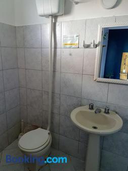 维拉阿皮亚旅馆 - 卡波布里奥 - 浴室