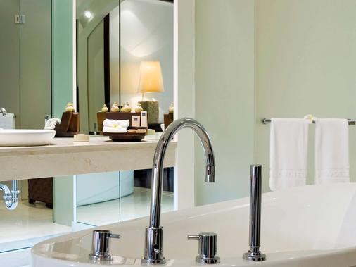 巴厘岛贝诺瓦诺富特酒店 - 乌鲁瓦图 - 浴室