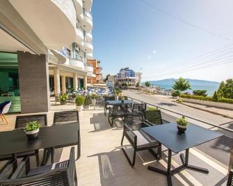 蓝天旅馆 - 萨兰达 - 阳台