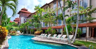 萨努尔天堂广场酒店 - 登巴萨 - 游泳池