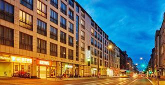 柏林米特华美达酒店 - 柏林 - 建筑