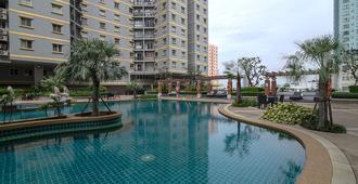 娜拉蒂万公寓酒店 - 曼谷 - 游泳池