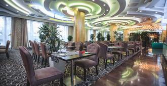 喀山市中心华美达酒店 - 喀山 - 餐馆