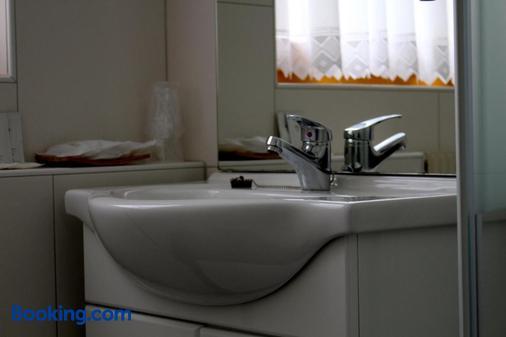 盖斯特夫奥尔伯格酒店 - 因斯布鲁克 - 浴室